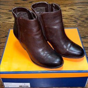 Like new! Arturo Chiang brown booties